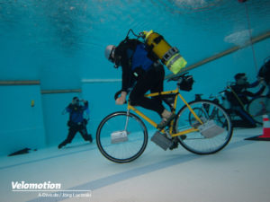 Unterwasser Radfahren Guinness Weltrekordversuch