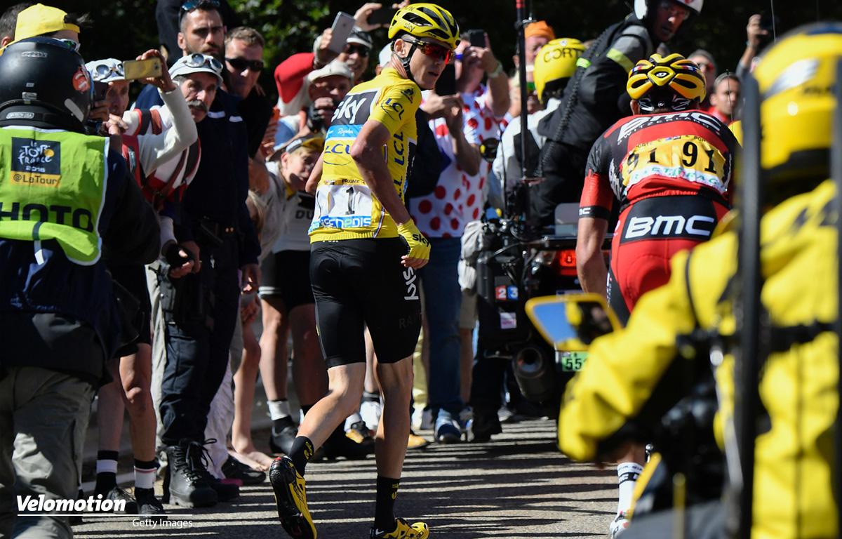 Radsport: Chris Froome joggt bei der 12. Etappe der Tour de France 2016 den Mont Ventoux hinauf.