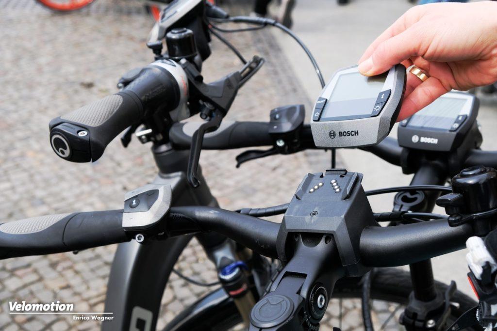 Nicht vergessen! Beim Anschließen Radcomputer abziehen - Ersatz kostet schnell über 100 Euro.