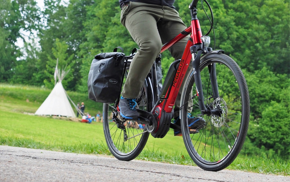 test pegasus premio e10 sport trekking e bike mit bosch. Black Bedroom Furniture Sets. Home Design Ideas