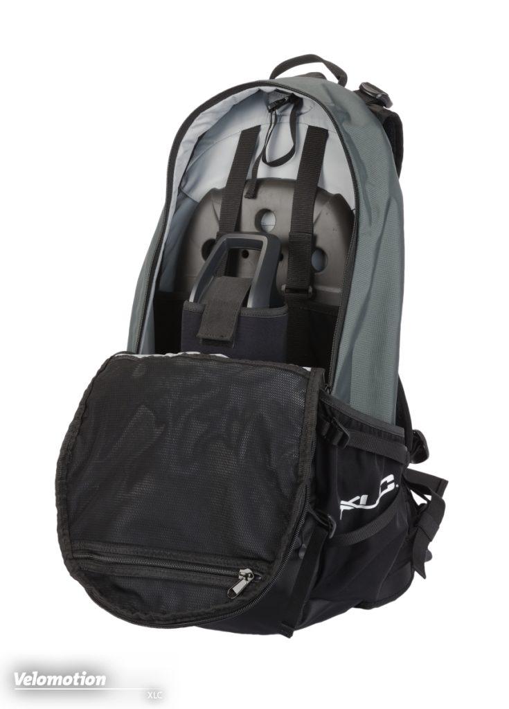 Beim XLC Rucksack ist der Rücken ist dank Protector geschützt und der Akku sicher verstaut
