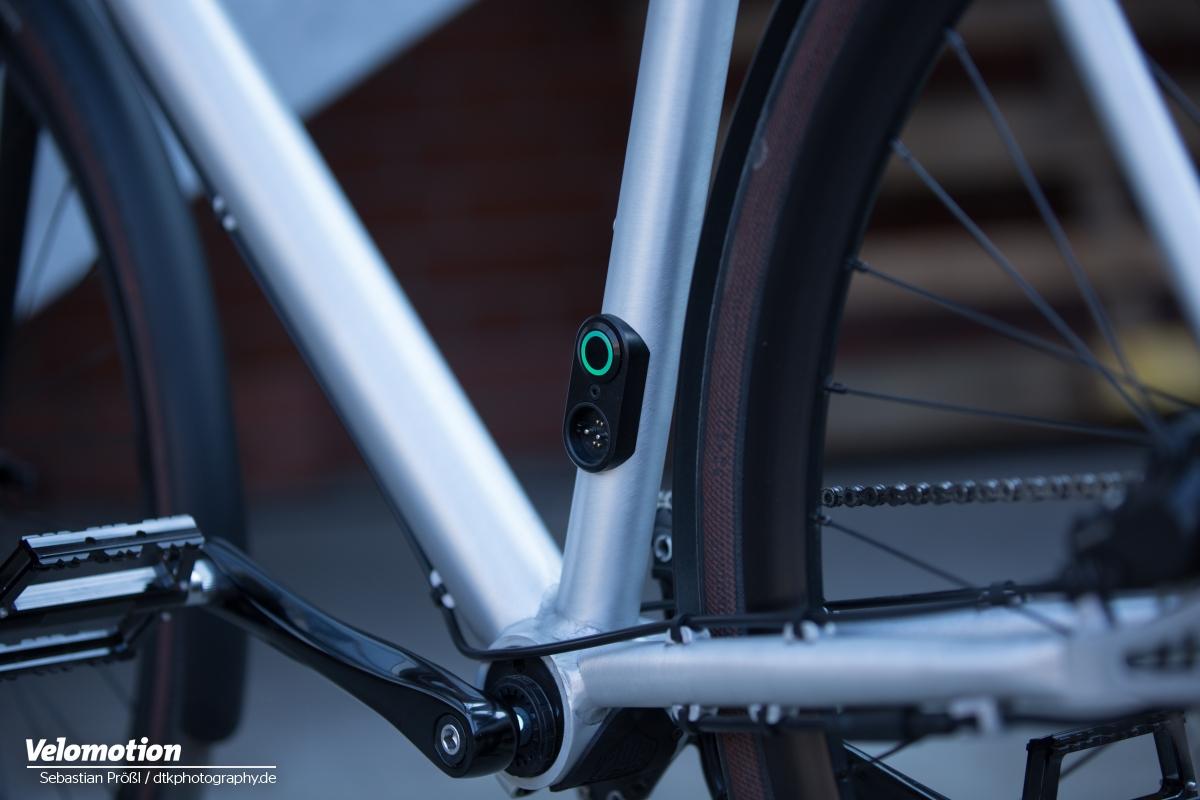 Verraten das E-Bike: Ladebuchse und Einschaltknopf