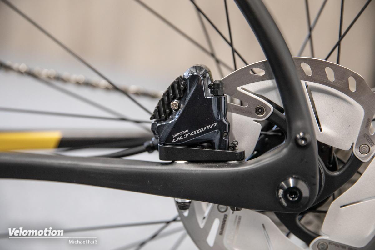 Zur Verzögerung des Fuji Jari Carbon sorgen Shimano Ultegra hydraulische Scheibenbremse mit 160mm großen Bremsscheiben.