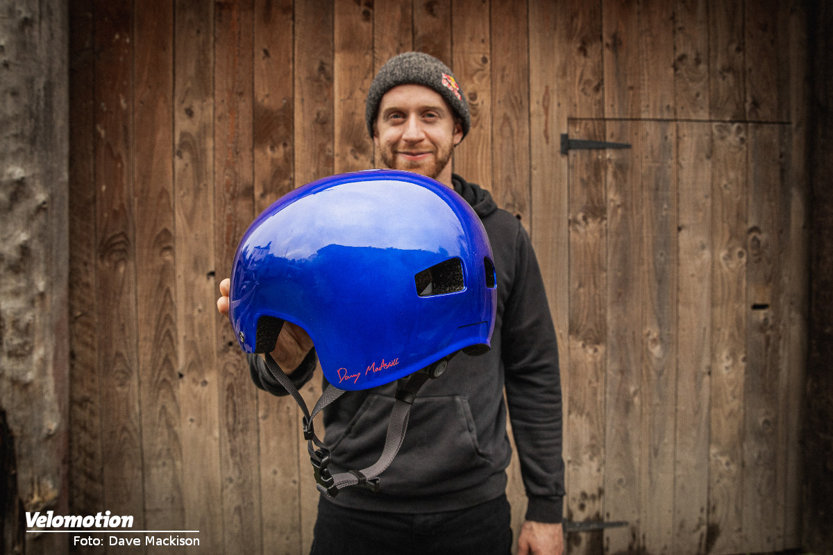 Danny MacAskill und Endura Signature-Helm